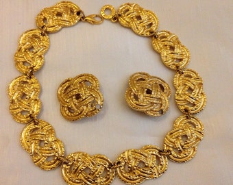 Vintage gold tone Guy Laroche Paris jewellery set.