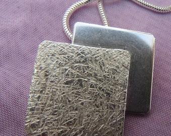 Sterling Silver Pendant. (21)
