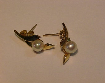 14k y/gold Natural pearl and 14k gold Earrings. Ship to USA or Canada