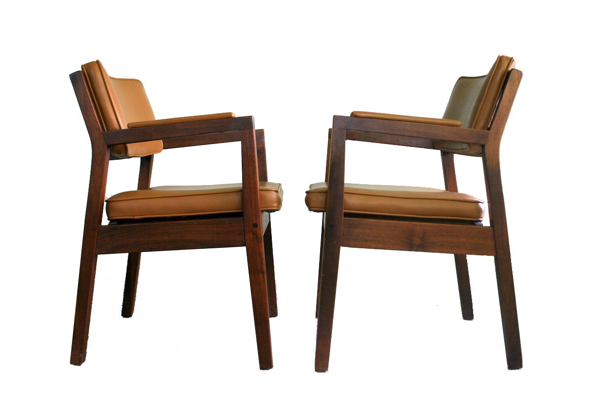 mid century modern walnut side chairs gunlocke style solid. Black Bedroom Furniture Sets. Home Design Ideas