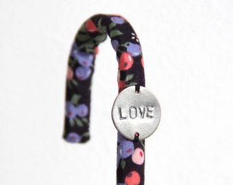 Black Fabric Hook // Pink Violet Berries // LOVE // Bathroom Bedroom // Organize Towels Pyjamas // Personalized Women // CRO24