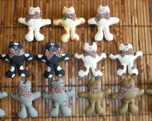 Lot of Paper Mache Cat Pins - 13 Paper Mache Cat Pins - Hand Painted Kitty Cat Pin Jewellery - Paper Mache Cats Kitty Cats