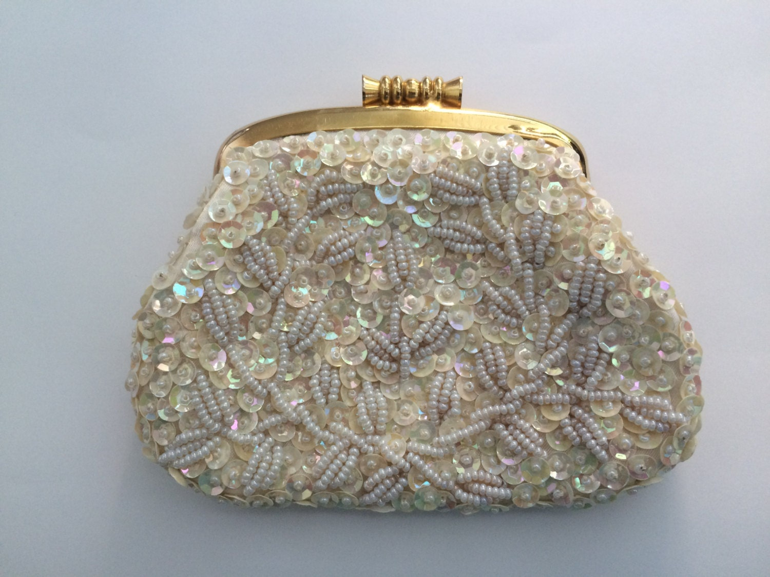 small white beaded change coin purse hong kong