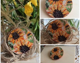 """Original hand painted wooden brooches """"Sunflowers""""size 5cm."""