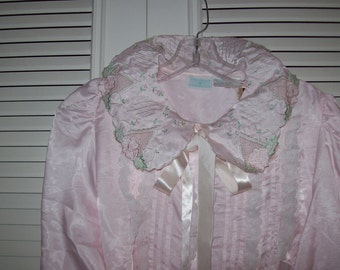 Vintage Gilligan & O'Malley Nightgowns.  There are 5 shown here.  All w tags. Med-large