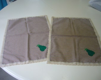 Place Mats in Brown Cream Plaid with Pear Applique
