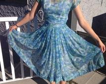 Beautiful vintage  floral 1950s dress Sale!