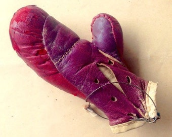 Vintage Boxing Glove Sample • free shipping • 25% OFF EVERYTHING! promo code: GRATITUDE