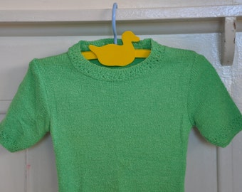 Mint Condition 1970's Girls Apple Green Top