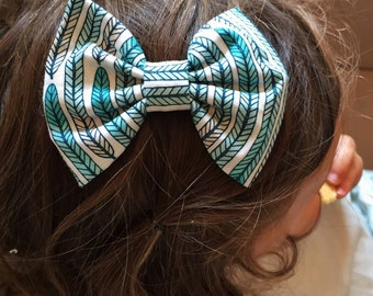 Feathers Bow