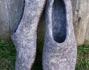Eco felted slippers for men and women. Clogs. 100% Natural boots. Home shoes. Gift for him and her.