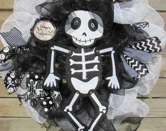 "24"" Halloween Wreath Halloween Deco Mesh Wreath Skeleton Wreath Black White Wreath Skull Wreath Skeleton Mesh Wreath Skeleton Door Decor"