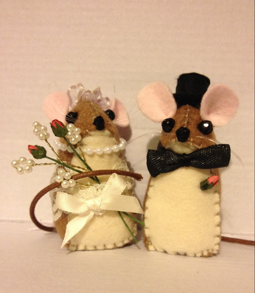 knitted mice wedding cake toppers wedding mice cake topper 16653