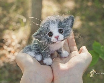 Little kitten.Made to order 13 days plus the time for shipping.