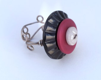 """Button Ring : Vintage Glass and Plastic Button Sterling Silver Ring Size 6.5"""""""