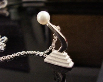 Pearl Shifter Necklace