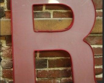 """Vintage Letter """"R"""" red"""