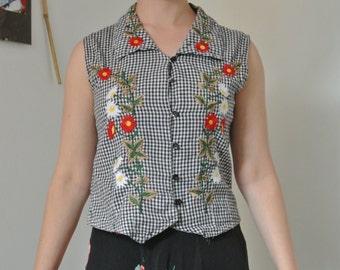 1950s gingham embroidered blouse