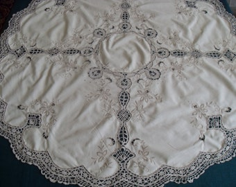 "Antique tablecloth, very fine workmanship with crocheted lace and embroidery u size 90 cm / 35 ""/"