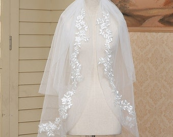 Vintage Bridal Veil white short veil in handmade  Beautiful wedding veil white short veil in handmade veil with comb two tiers
