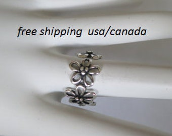 Sterling silver flower ring, size 7; 92.5 sterling silver