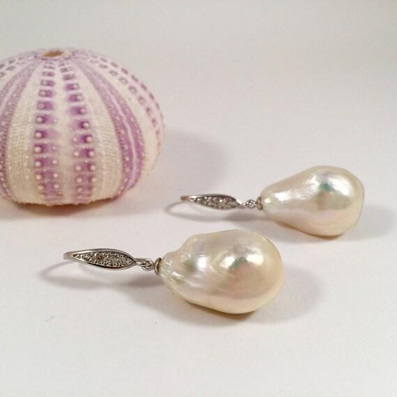 stunning large baroque pearl earringshigh luster white. Black Bedroom Furniture Sets. Home Design Ideas