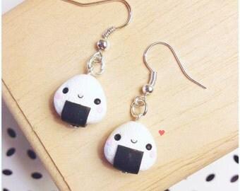 Orecchini Onigiri Kawaii Cute Earrings Fimo Polymer Clay Japan Love おにぎり Fake Food Bijoux Handmade Bianco Nero Regalo Carino Fatto a Mano