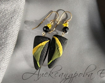 Polymer clay earrings Calla Lily - Floral Dangle earrings - Yellow flowers - Black Green