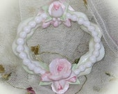 Oval Frame Ornament   Roses and Pearls