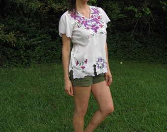 Vintage Boho Tropical Embroidered Purple Orchid Flower White Blouse - by Originales Amalin of Mexico - size Large - Short sleeve, V neck