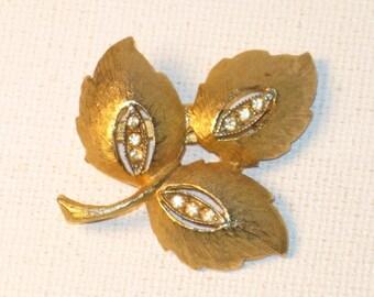 Vintage Gold Tone Rhinestone Leaf Brooch Pin (B-1-5)