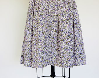 Vintage 1950s Dress / 50s Dress / Sundress / Sun Dress Cotton Dress / Floral Dress Day Dress / Full Skirt / Purple Dress / S M