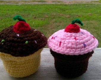 Crochet Cupcakes with Exchangeable Frosting