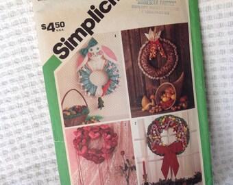 Vintage Simplicity Pattern  6615, Seasonal Wreath Pattern, Christmas wreath pattern