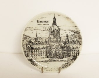 Vintage porcelain souvenir plate showing Neues Rathaus in Hannover Germany, Sailboat mark, altenkunstadt, Vintage collectible small plate