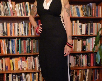 PIN ME UP--The Ultimate 1950s Bad Girl Wiggle Dress In Black and White--M
