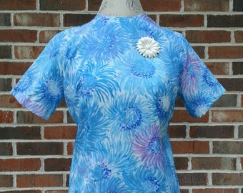 Vintage 1970 Shell Top Short Sleeves Chrysanthemum Print By Laura Mae Life Press Crepe Mod Mid Century Blue Purple Small Medium S  M