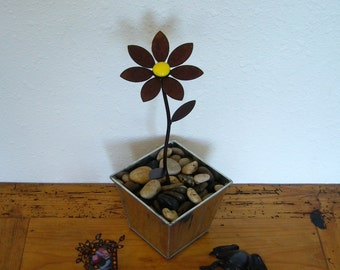 Metal garden art steel flower with choice of colored glass center and pedal style