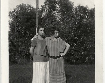 Old Photo 2 Women Striped Dress Pleated Skirt 1920s Photograph snapshot vintage