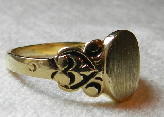 antique signet ring celtic ring deco ring initial ring