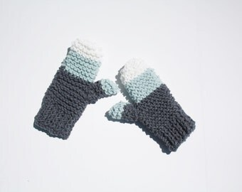 Chunky knit mittens in grey, blue and white
