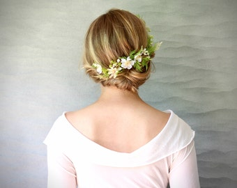 Woodland Botanical Bridal Hair Vine with Green Ferns and Flower Blossoms. Wedding Veil Alternative. Nature Hair Vine. Floral Bridal Wreath