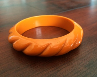 Carved Lucite Bangle, Orange Lucite bangle, Vintage Lucite, Rope Lucite Bangle, Chunky Lucite Bangle