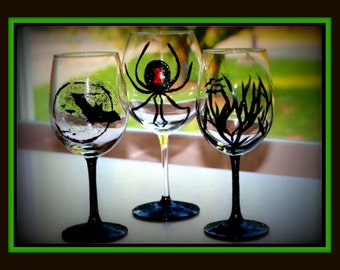 Halloween Hand Painted Wine Glasses, Halloween Party, Spider Wine Glasses, Wine Glasses with Bats, Halloween Party, Halloween Deocorations