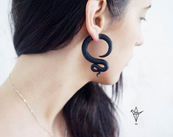Fake Gauge Earrings - Black spiral
