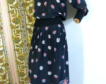 Black flower pots print two piece set with long sleeved peasant blouse and midi skirt - size 38 or M - French 70s vintage