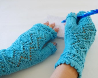 "Knit fingerless gloves pattern ""Lace of Diamonds"""