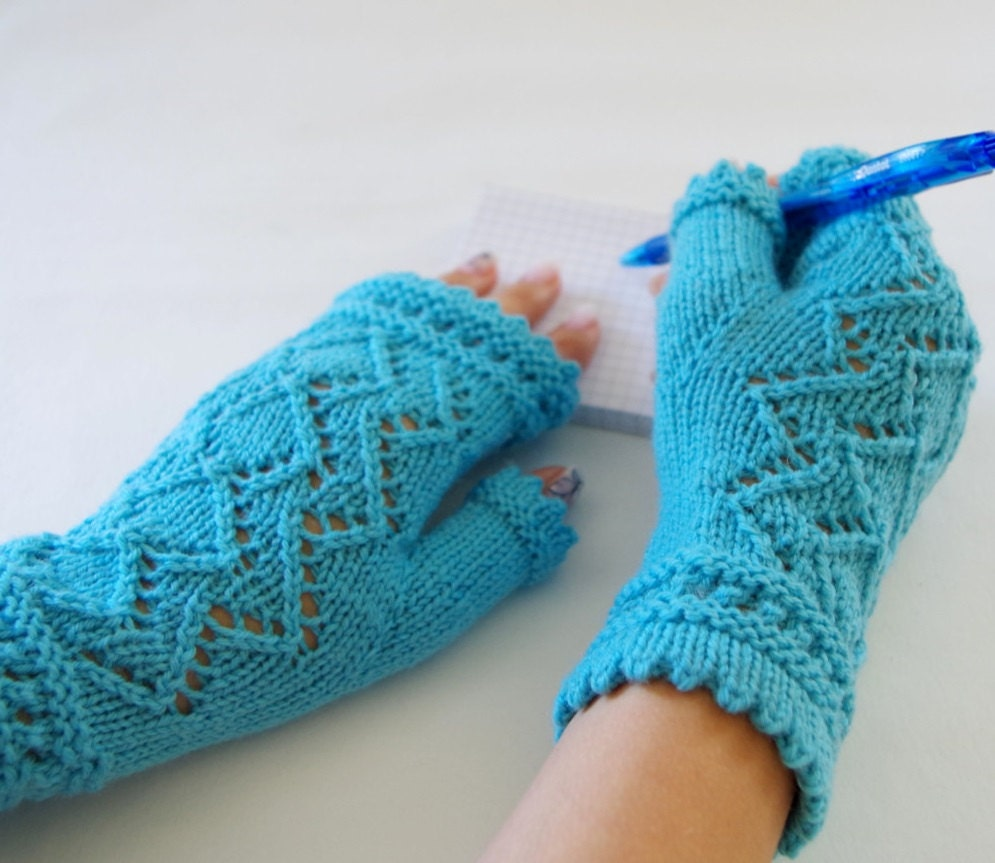 Lace Mittens Knitting Pattern : Knit fingerless gloves pattern Lace of Diamonds
