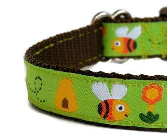 Busy Bumblebee & Honeycombs Dog Collar (Buckle or Chain Martingale)