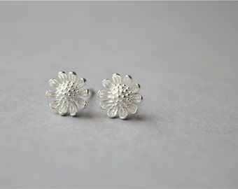 Chrysanthemum flower stud earrings, 925 sterling silver stud earrings (D194)